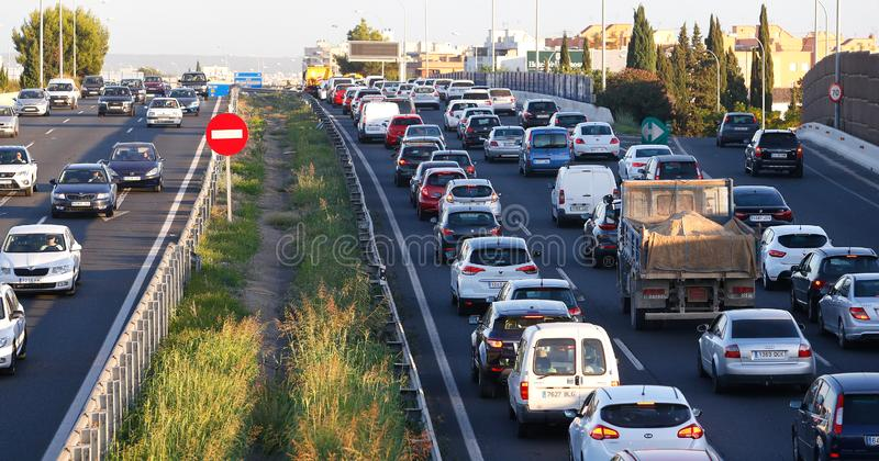 Dichter Verkehr in Palma de Mallorca Autobahn lizenzfreie stockfotografie