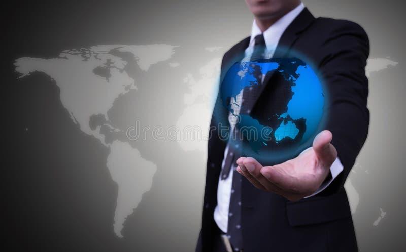 Dichtere handen omhoog, zakenluislijtage blauw-gegloeide orb toga's op een grijs achtergrond of een concept achter zaken Dit beel royalty-vrije stock foto