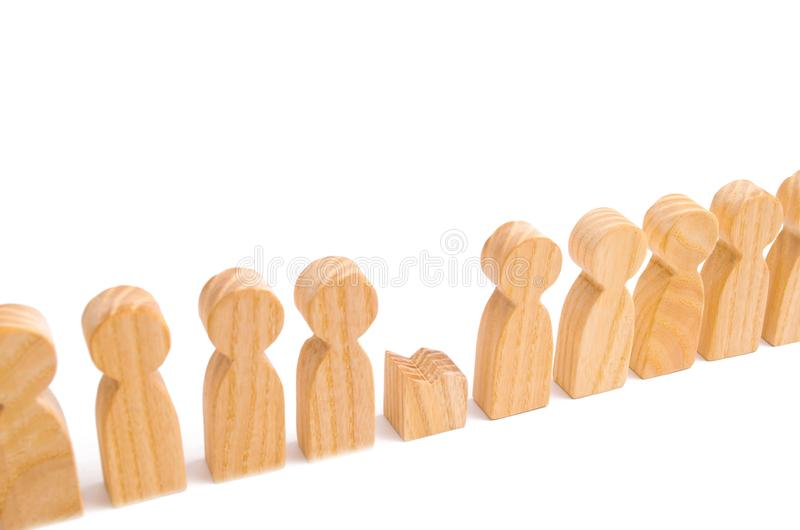 Did not give up to expectations and did not fulfill the task. Weak player, worker for dismissal. A row of wooden people. And a broken figure of a person among stock photos