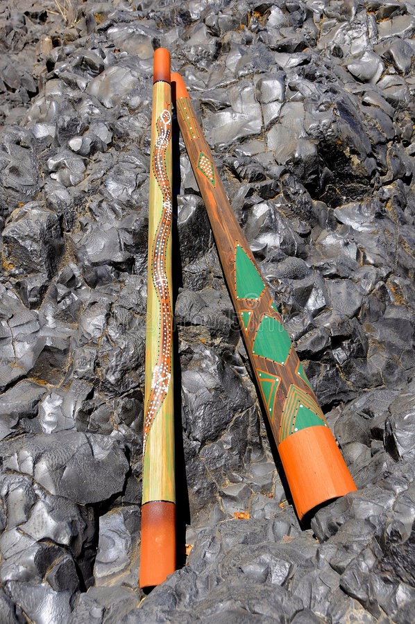 didgeridooen handcrafted två royaltyfria bilder