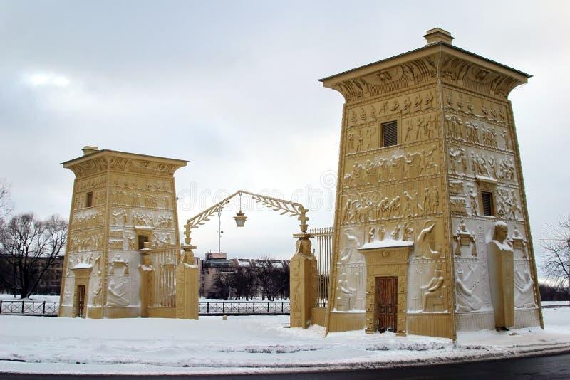Die Ägypter-Gatter unter Schnee stockbilder