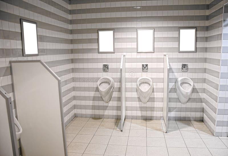 Die öffentliche Toilette der Männer lizenzfreie stockfotos