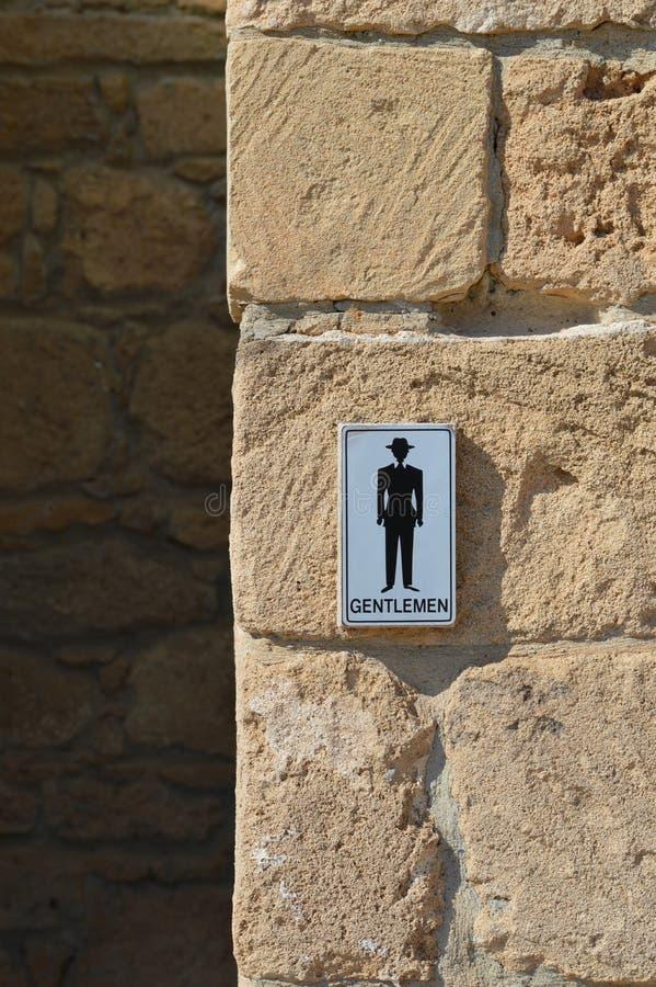 Die öffentliche Toilette der Männer unterzeichnen herein Zypern lizenzfreie stockfotos