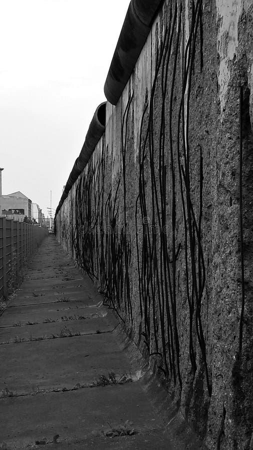 Die Überreste der Berliner Mauer stockbilder