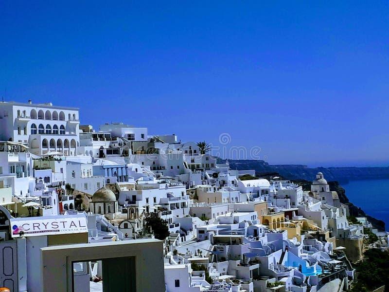 Die Abhanghäuser von Santorini lizenzfreies stockbild