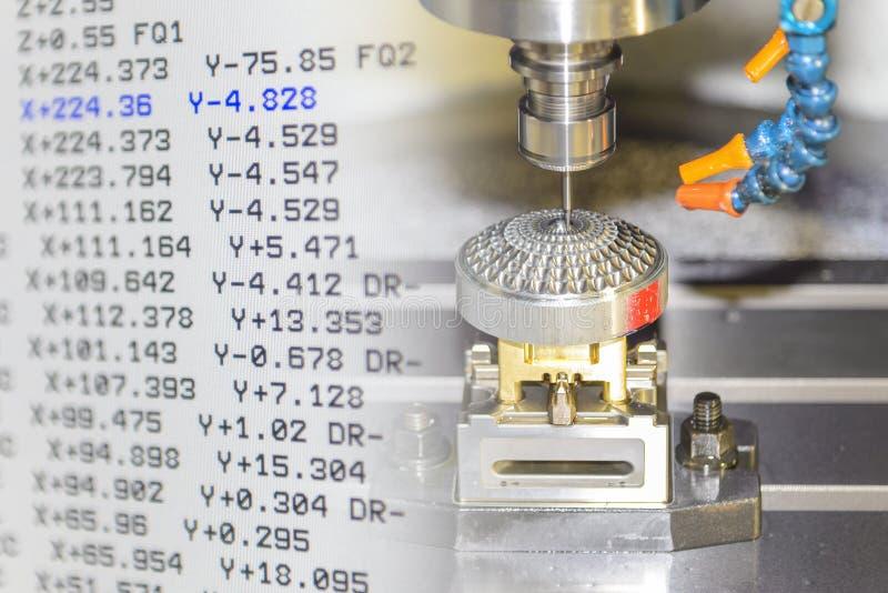 Die abstrakte Szene von Fräsmaschine CNC und von NC-Code stockfotos