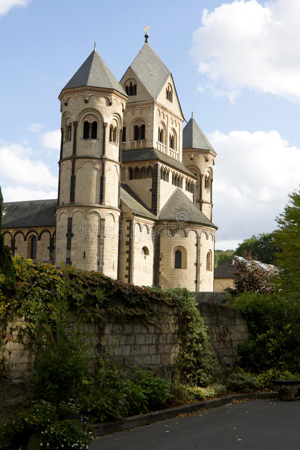 Die Abtei Maria-Laach in Deutschland stockfotos