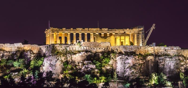Die Akropolis nachts lizenzfreie stockfotografie