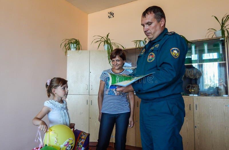 Die Aktion des belarussischen Feuerwehrmänner ` Bewilligungsportfolio-Student ` in der Gomel-Region stockfotos