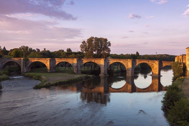 Die alte Brücke in Carcassonne lizenzfreie stockfotografie