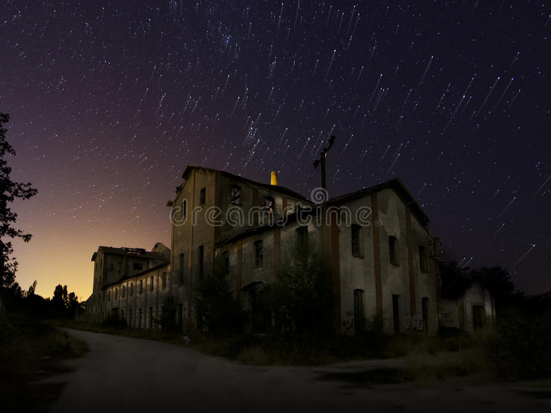 Download Die alte Fabrik stockfoto. Bild von geschichte, industrie - 27727346