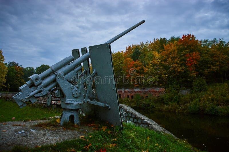 Die alte Kanone des zweiten Weltkriegs im Fort stockfoto