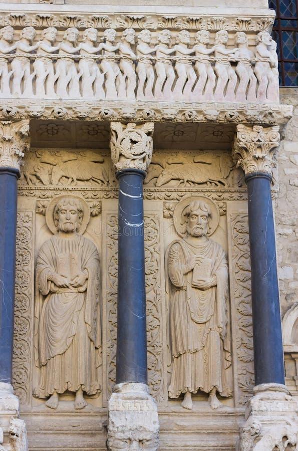 Die alte Kirche des Heiligen Trophime - Arles, Provence, Frankreich lizenzfreie stockbilder