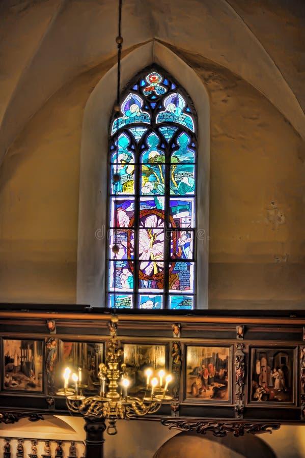 Die alte Kirche des Heiliger Geist Innenraums, Buntglasfenster in der Kirche lizenzfreies stockbild