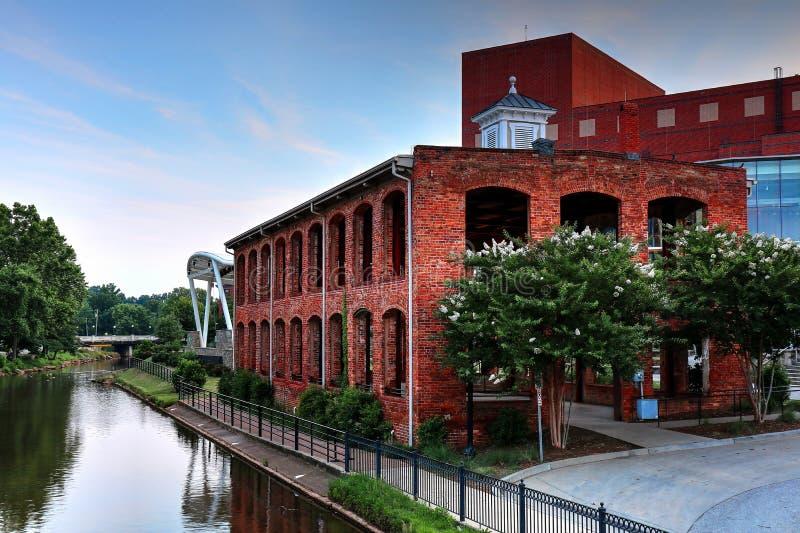 Die alte Mühle im Fall-Park auf Reedy River In Greenville, South Carolina lizenzfreie stockfotos