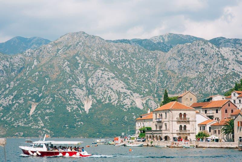 Download Die Alte Stadt Von Perast Auf Dem Ufer Von Kotor-Bucht, Montenegro Th Redaktionelles Foto - Bild von pier, schacht: 90232711