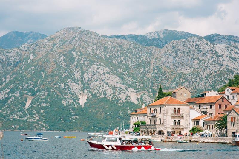 Download Die Alte Stadt Von Perast Auf Dem Ufer Von Kotor-Bucht, Montenegro Th Redaktionelles Stockfotografie - Bild von strand, schön: 90233382