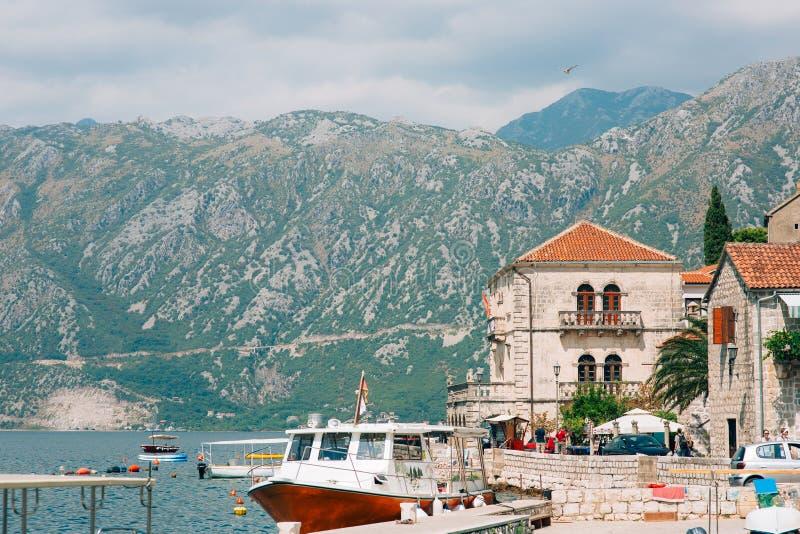 Download Die Alte Stadt Von Perast Auf Dem Ufer Von Kotor-Bucht, Montenegro Th Redaktionelles Foto - Bild von stadt, schön: 90234166