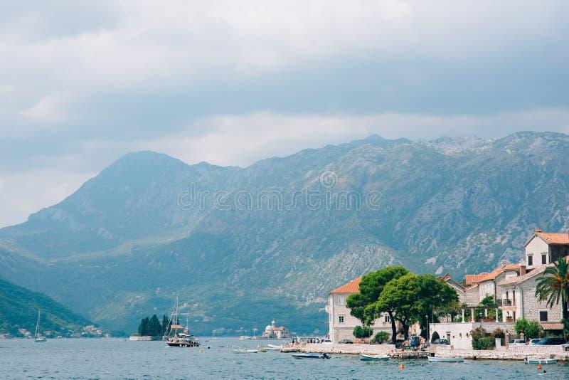 Download Die Alte Stadt Von Perast Auf Dem Ufer Von Kotor-Bucht, Montenegro Th Stockbild - Bild von gebäude, schacht: 90236315