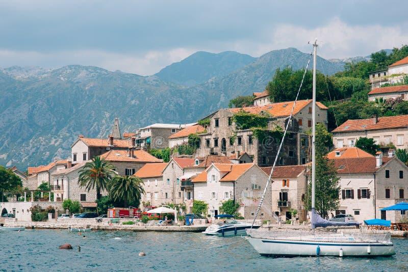 Download Die Alte Stadt Von Perast Auf Dem Ufer Von Kotor-Bucht, Montenegro Th Redaktionelles Foto - Bild von berg, grenzstein: 90236326