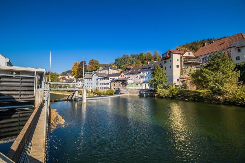 Die alte Stadt von Waidhofen ein der Ybbs im Herbst, Mostviertel, Niederösterreich, Österreich stockbild