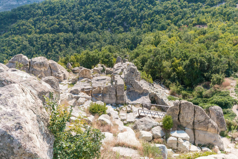 Die alte Thracian-Stadt von Perperikon, Bulgarien lizenzfreies stockfoto