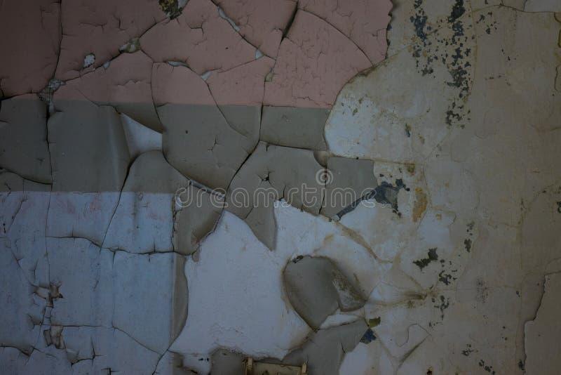 Die alte und gebrochene Wand eines Gebäudes, verlorene Plätze stockfotos
