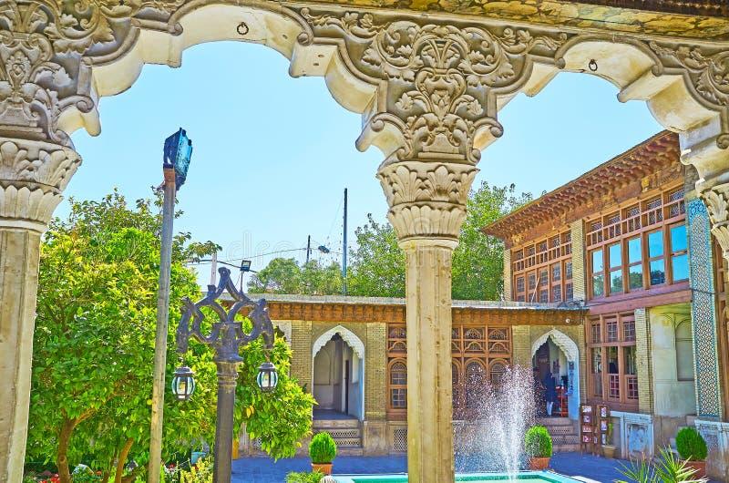 Die alte Villa durch die Bögen, Shiraz, der Iran stockbilder