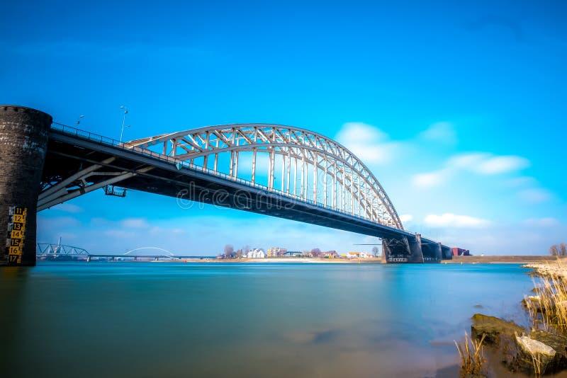 Die alte waal Brücke in Nijmegen lizenzfreie stockfotografie