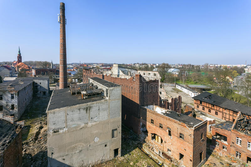 Die alte, zerstörte und verlassene Fabrik lizenzfreie stockbilder