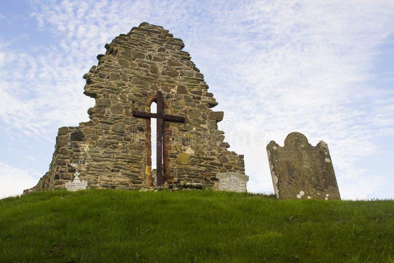 Die alten Ruinen der ursprünglichen St- Aidan` s Kirche bei Bellerina in der Grafschaft Londonderry in Nordirland stockbild