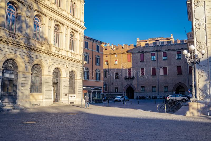 Die Ansicht über die Straße im Stadtzentrum von Bologna, Italien stockfoto