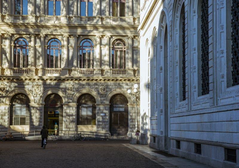 Die Ansicht über die Straße im Stadtzentrum von Bologna, Italien stockbild