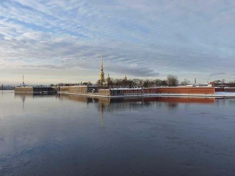 Die Ansicht der Petropavlovskaya-Festung lizenzfreies stockbild