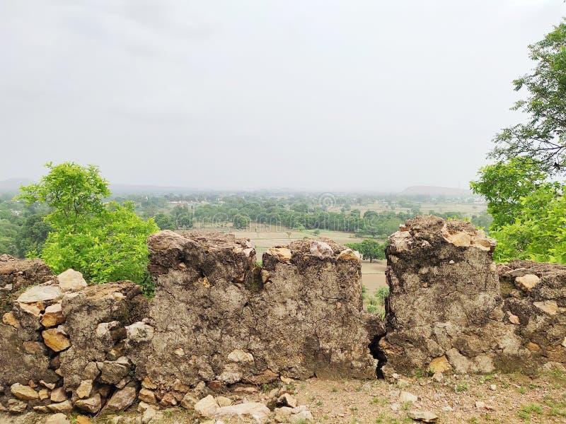 Die Ansicht der schönen Natur an der Spitze des Hügels stockfoto