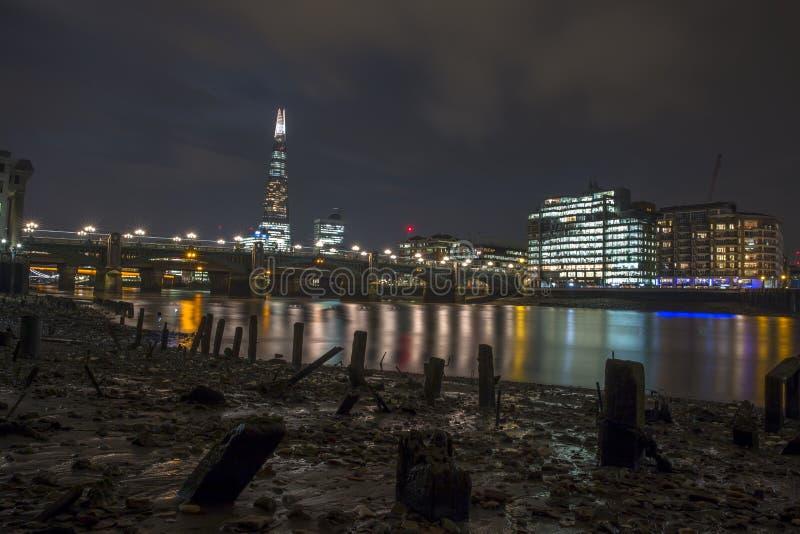 Die Ansicht der Scherbe von der Ebbe Themse stockbilder