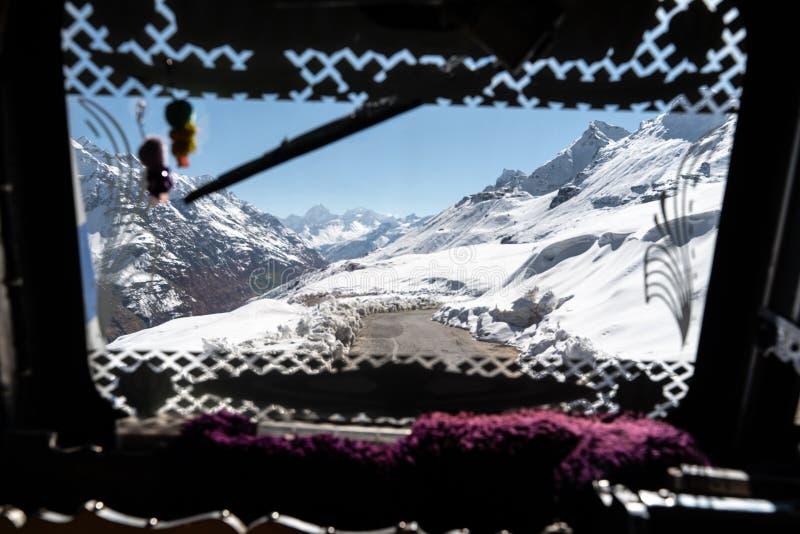 Die Ansicht vom Passagierfenster lizenzfreie stockfotos