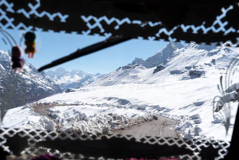 Die Ansicht vom Passagierfenster stockbild