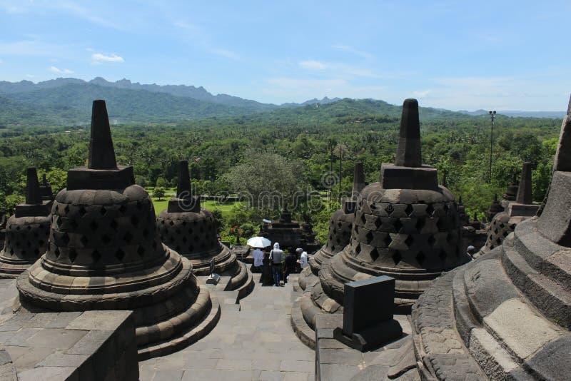 Die Ansicht von der Spitze Borobudur-Tempels stockfotografie