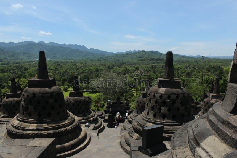 Die Ansicht von der Spitze Borobudur-Tempels stockbild