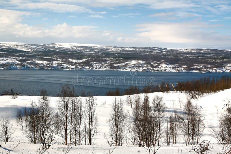 Die Ansicht von Murmansk-Stadt, Russland von Alyosha-Monument stockfoto