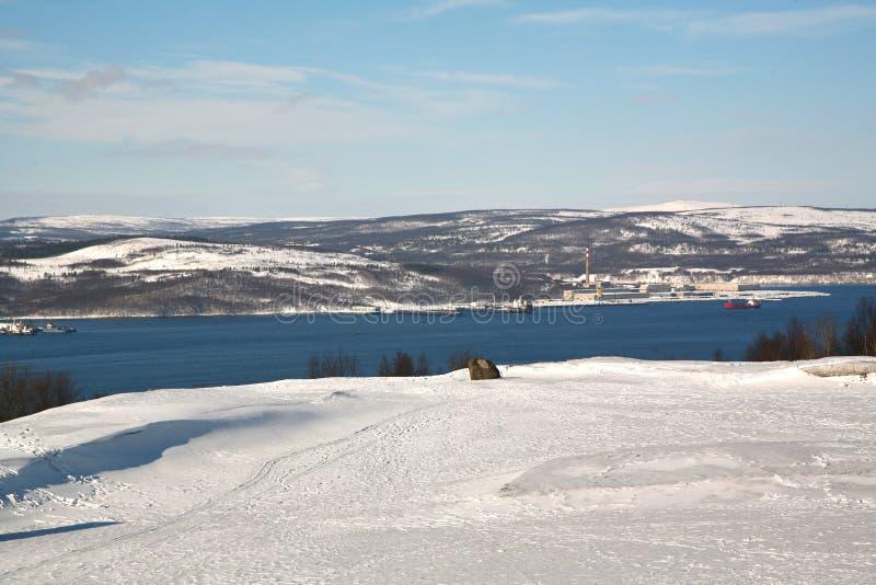 Die Ansicht von Murmansk-Stadt, Russland von Alyosha-Monument lizenzfreie stockbilder