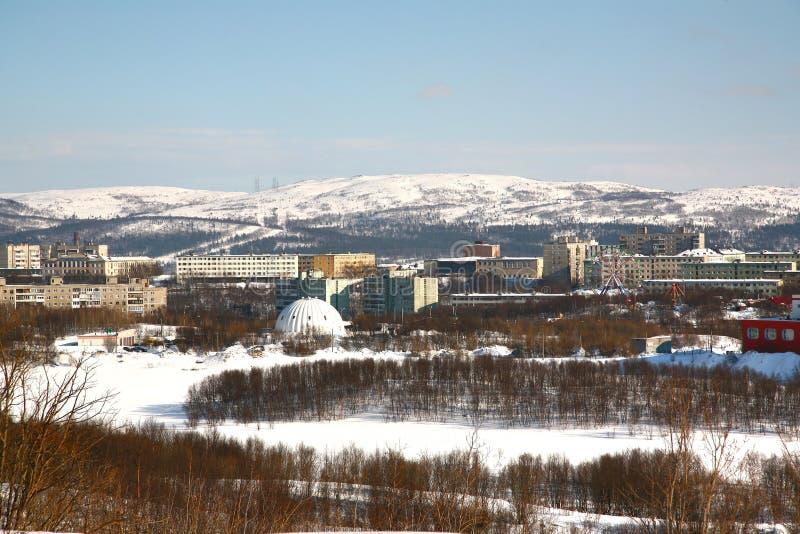 Die Ansicht von Murmansk-Stadt, Russland von Alyosha-Monument lizenzfreies stockfoto