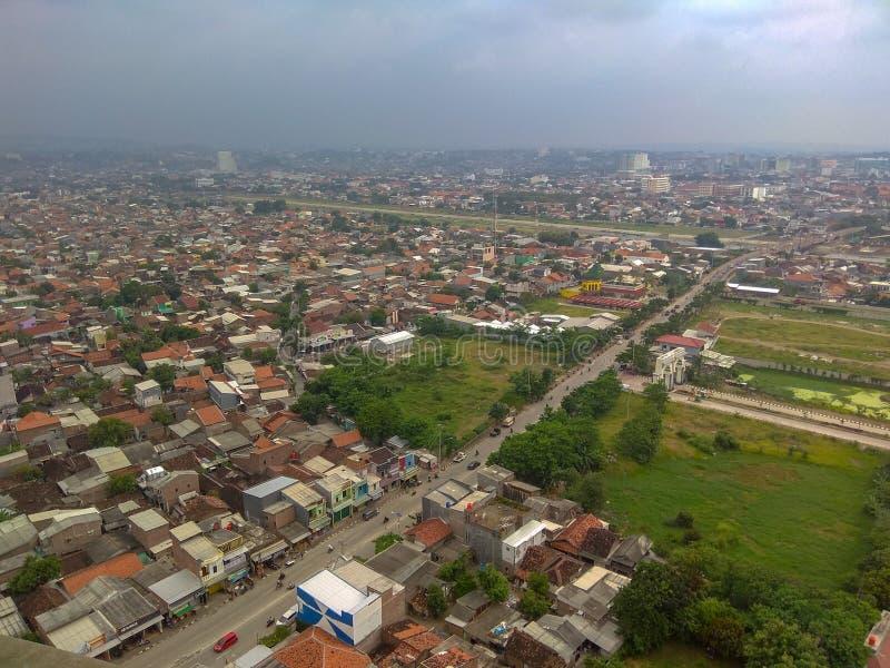 Die Ansicht von Semarang-Stadt wird von oben gesehen stockbilder