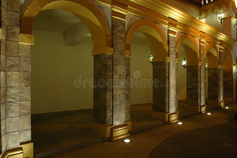 Die antike Architektur mit Bögen lizenzfreie stockfotos