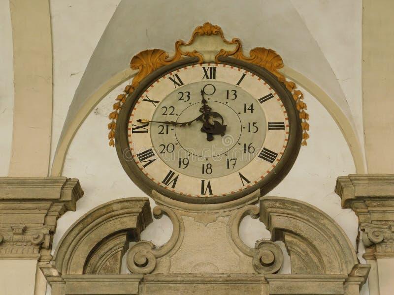 Die antike Uhr in Mailand - Italien lizenzfreie stockfotografie