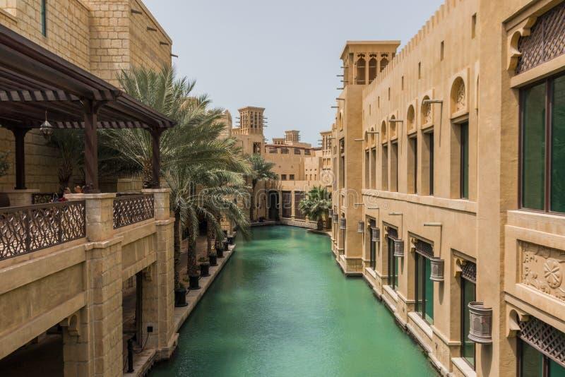 Die arabisch-ähnlichen Malle in Dubai lizenzfreies stockfoto