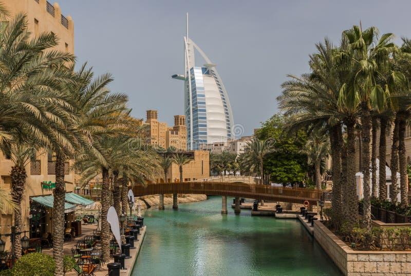 Die arabisch-ähnlichen Malle in Dubai stockbilder