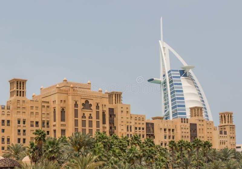 Die arabisch-ähnlichen Malle in Dubai lizenzfreies stockbild