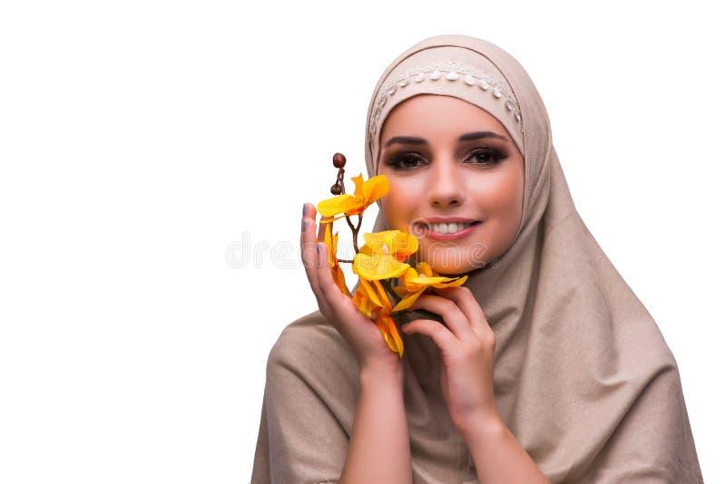 Die arabische Frau mit der Orchideenblume lokalisiert auf Weiß lizenzfreie stockbilder